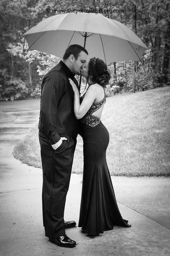 A rainy prom day is not an issue for a beautiful photograph!