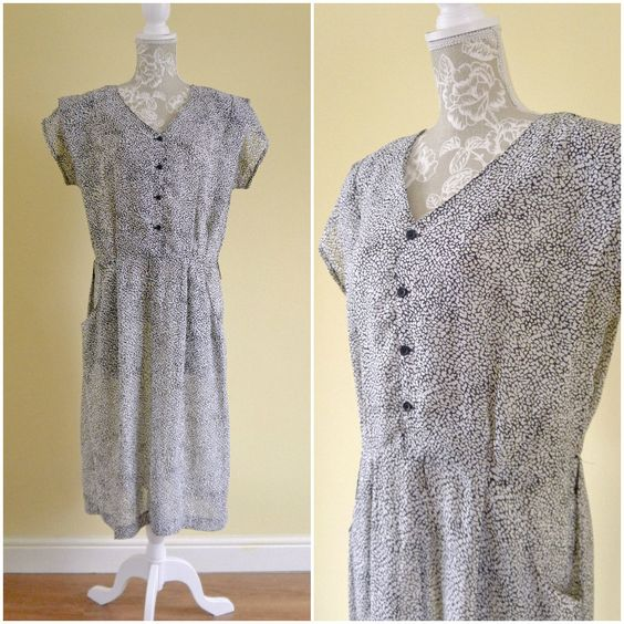 Vintage 40s Style Sheer Monochrome Casual Tunic Dress | Short Sleeve Animal Print Tea Dress w. Pockets | V Neck Giraffe Print. Size M by Venelle on Etsy