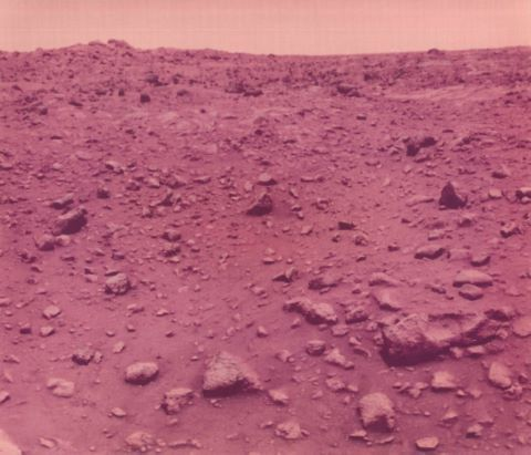 Première photographie couleur prise à la surface de Mars. Viking 1