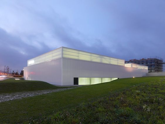 Centre Sportif GEMS World Academy in Etoy by CCHE