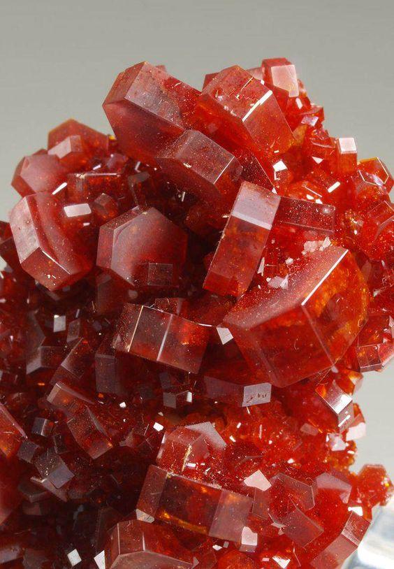 Runi e outras pedras preciosas