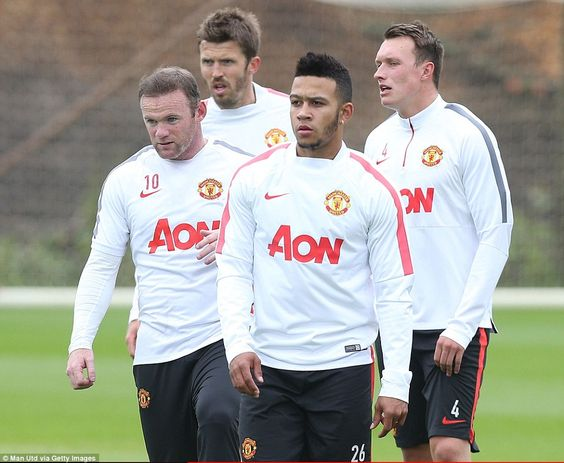 Memphis Depay (second right), Wayne Rooney (left), Phil Jones (right) and Michael Carrick train with their Manchester United team-mates