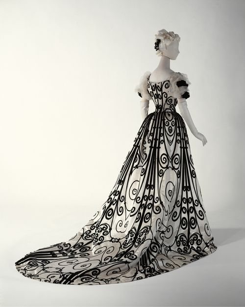 1900 gown - This is amazing.