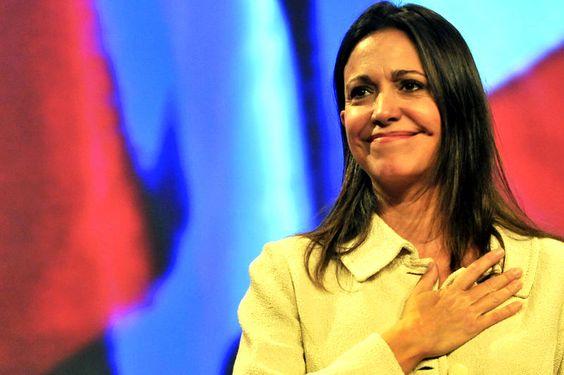 """María Corina Machado:   ¿'Comunas militares' la nueva denominación para los 'Colectivos del amor'?"""""""