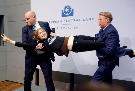 Assalto a Draghi - Fotogallery