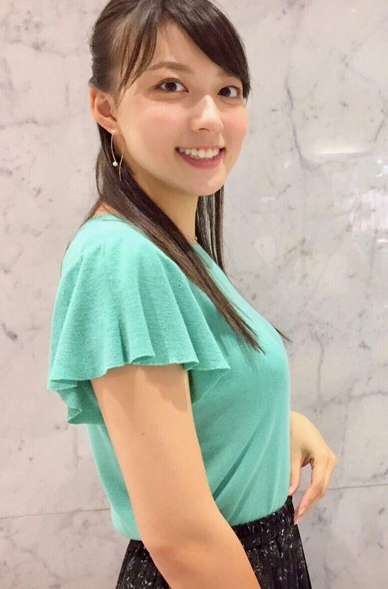 阿部華也子グリーンのトップスが綺麗