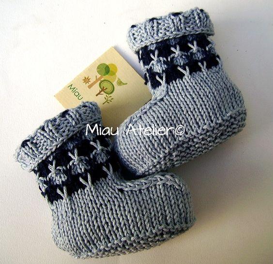 Receita de botinha em tricô lá no blog hoje : http://miauartes.blogspot.com.br/#artesanato #tricô