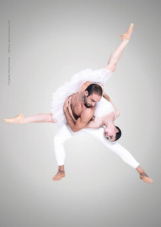 La Bella Durmiente de LaMov. Compañía de Danza llega el sábado a Barbastro   Agenda de Huesca  http://noticiashuesca.com/la-bella-durmiente-de-lamov-compania-de-danza-llega-el-sabado-a-barbastro/