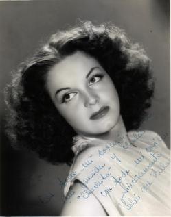 Lilia del Valle (1931) Fue una célebre belleza y actriz que trabajo durante la época de oro del cine mexicano, Después de casarse y tener un hijo se retiró en los años sesenta y a la fecha ha dedicado su tiempo a la pintura.