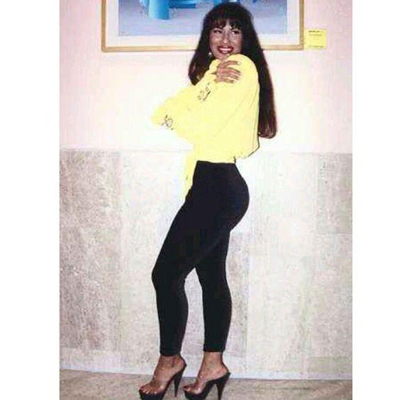 """#selenaquintanilla #selena #shakira #britneyspears #kimkardashian #beyonce #jlo #jenniferlopez"""