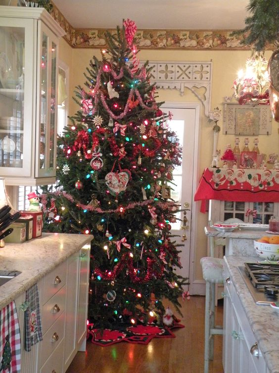 Country Cottage kitchen Christmas Tree