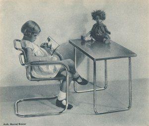 De marcasehistoria.c... silla Thonet Silla y mesa Thonet de 1930. Museum of Modern Art, New York (Diseño de Marcel Breuer)… #Historia #Arte #Diseño Michael Thonet @Qomomolo