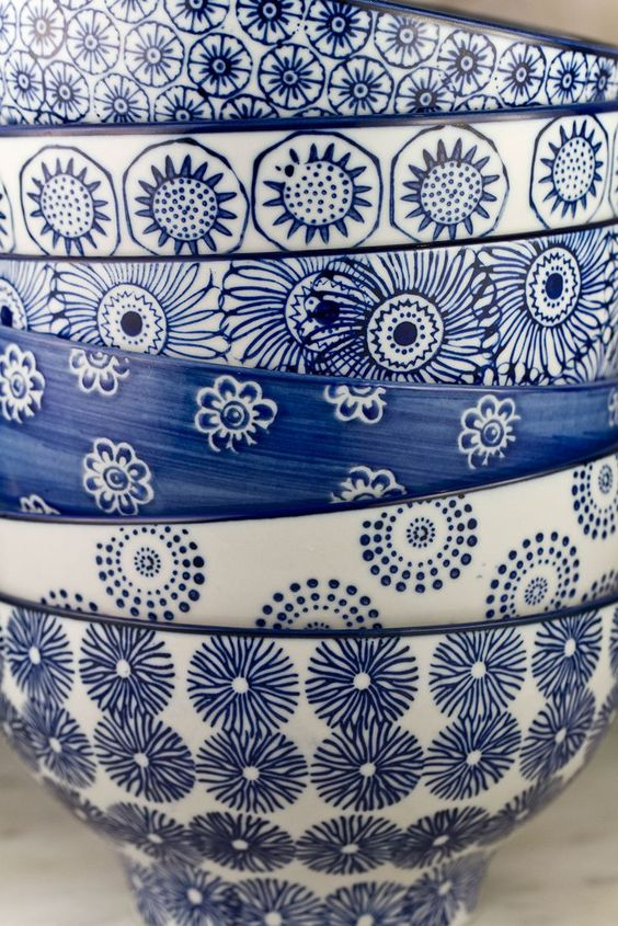 Lovely deep plates in blue and white. #teller #tief #küche #blau ...