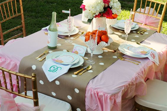 DIY Table Runner using parchment paper and paint! #DIY #partydecor