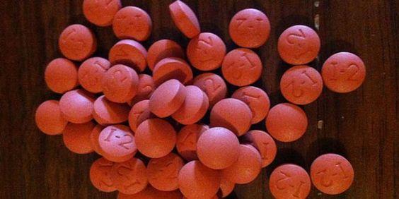Ibuprofen wordt dagelijks door veel mensen ingenomen om de pijn te verzachten zoals bij: Hoofdpijn, rugpijn, knie pijn enzovoort. Doktoren, en andere specialisten zoals fysiotherapeuten en artsen r…