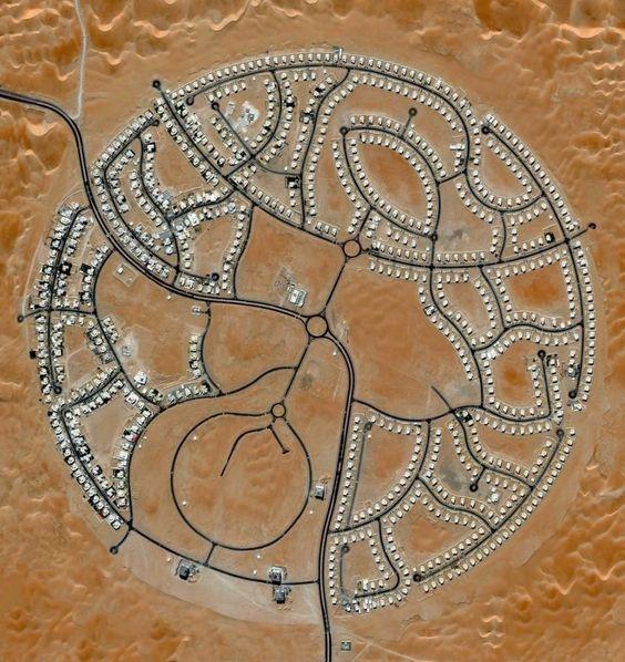 Las villas de Marabe Al Dhafra en Abu Dhabi, Emiratos Árabes, son el hogar de…