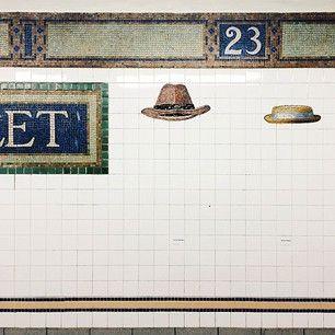 によるInstagramの写真ficklekitten - . My favorite art of station. . I'm heading to Seattle from now. . . ニューヨーク各地下鉄を飾るアート。ここプリンス駅はいろんな帽子が沢山描かれていて楽しいです。 . では, そろそろシアトルへ帰ります。 .