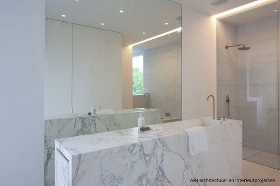 Carrara marmer in de badkamer: luxueuze eenvoud  mini-kabinet/klok ...