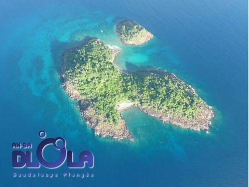Vous voici arrivés sur notre magnifique île. La Basse Terre est réputée pour son gigantesque massif montagneux et classé au Parc National de Guadeloupe. Vous pouvez randonner, monter jusqu'à la Soufrière mais vous pouvez aussi partir à la découverte de la BasseTerre Côté Mer ! Blue Lagoon Excursion Lien Blue Lagoon Excursion Laissez vous transporter …