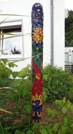 Mosaik Säule mit Kugel als Abschluß. Ein absoluter Hingucker für den Vorgarten.
