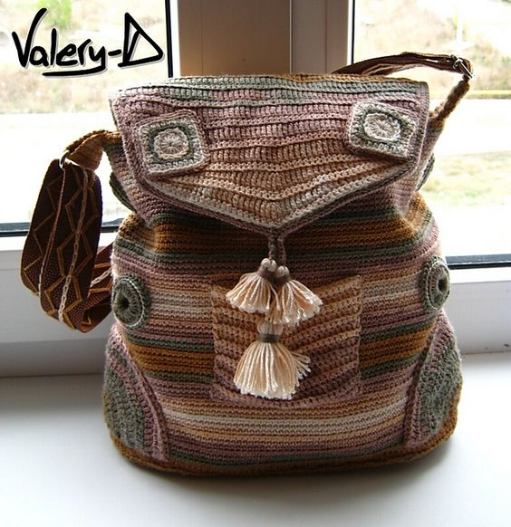 Really interesting knit bag. Great shaping, colour combination work as a backpack or shoulder bag.: