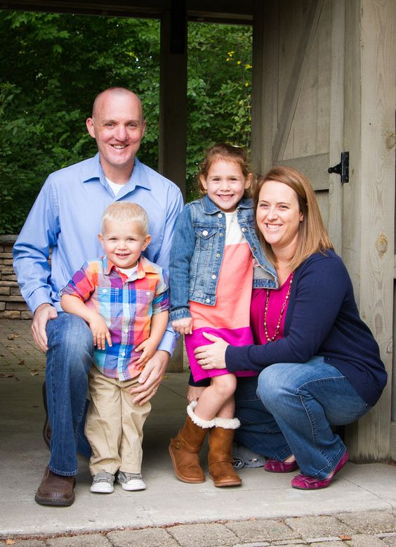 Family Portrait!  This is a GREAT way to coordinate your outfits for a session!