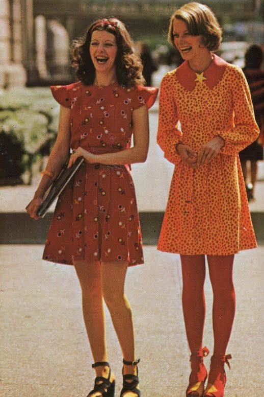 Le Fashion Blog 1970s 70s Street Style Vintage Photos Print Pleated Dress Lace Up Sandals Via