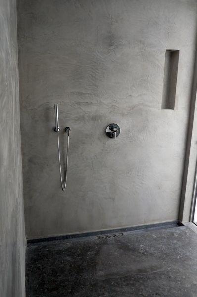 Baño revestido en cemento pulido