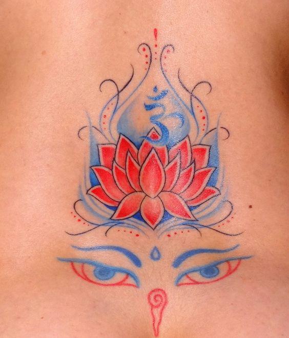 My new tattoo. Après des mois d'attente, voiçi celui que j'ai tant attendu. Mon 4ème tatouage prolongation de mon Regard du #Bouddha. Qui lui fait office de couronne, le #Lotus et son #Ohm. Je suis absolument ravie du dessin. Une tatoueuse chez qui j'avais déjà fait mon Regard du Bouddha, qui est sur Grenoble pour ceux que ça pourrais intéresser.