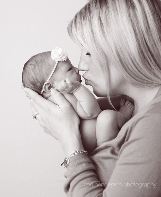 Mother And Baby Photoshoot Ideas At Home Baby Photoshoot Newborn Pictures Baby Photography