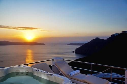 1809 Villa Fir� Located in Fira, this Cycladic-style villa features a terrace with an outdoor hot tub and panoramic views over the volcano and the Aegean Sea. The air-conditioned unit is 400 metres from Megaro Gyzi. Free WiFi is provided throughout the property.