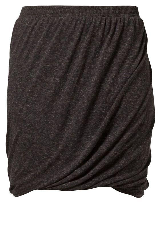 Saint Tropez TWIST Puffball skirt black