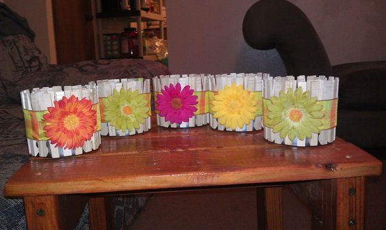 Tuna can with clothespins, but tied a ribbon and put on bright flowers! Perfect for a garden theme party! #Gardentheme #babyshower #favors