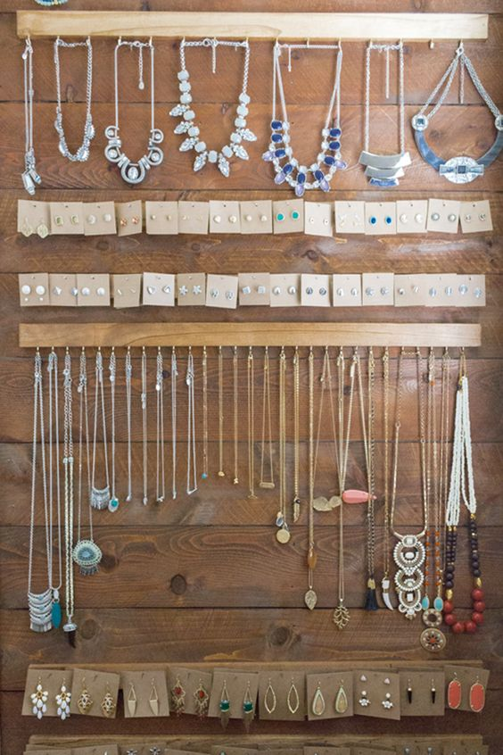 Diy jewelry organizing wall modish and main home for Diy hanging picture display