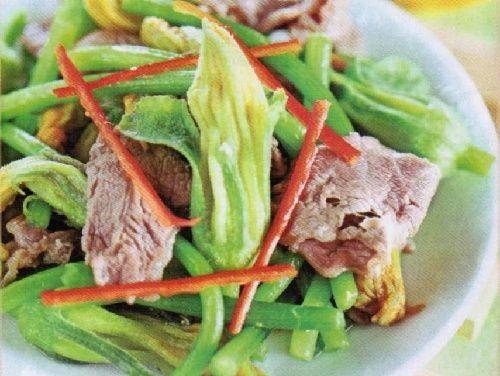 Bông bí xào - Một số món ăn từ bông bí Khoái Khẩu Nhiêu of the person: