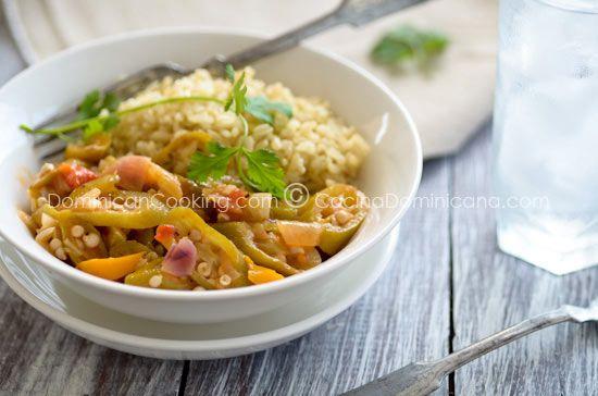 Molondrones guisados (Stewed okra)