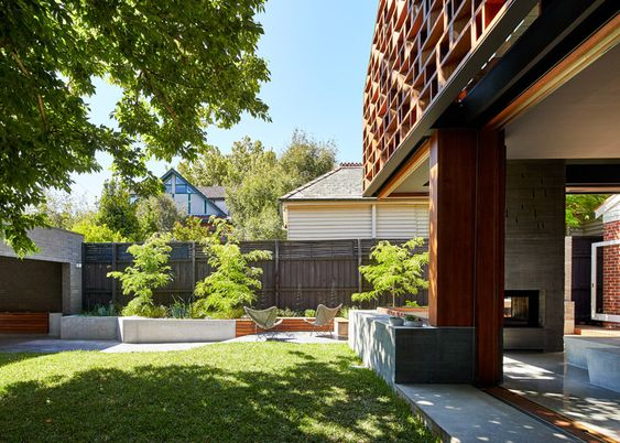 Make pairs concrete with wood for Melbourne house