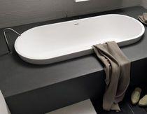 Oval Badewanne / aus Gießharz