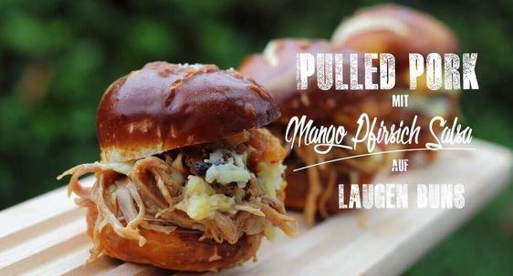 Pulled Pork mit Mango-Pfirsich Salsa auf Laugenbuns ist eine super Resteverwertung. Pulled Pork sollte man ohnehin immer auf Vorrat im Froster haben.