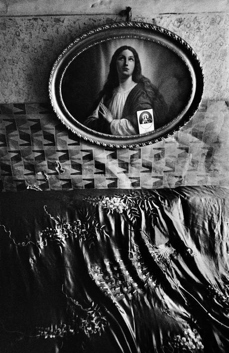 """Book Review: """"Gypsies"""" by Josef Koudelka"""