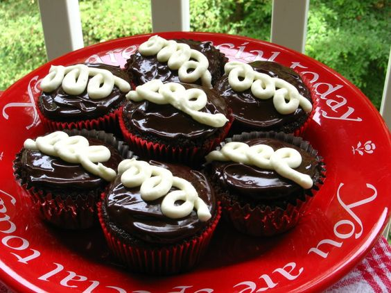 Fauxstess Cupcakes - Willow Bird Baking