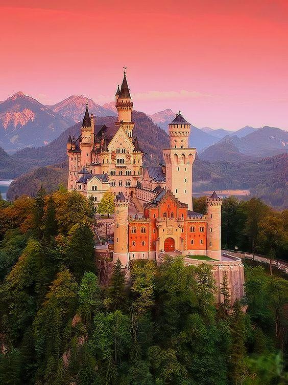 Schloss Neuschwanstein In 2020 Schloss Neuschwanstein Schone Gebaude Neuschwanstein