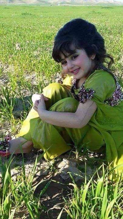 Lovely Kurdish Girl in traditional Dress. ➡ https://m.facebook.com/Kurdish-Clothing-کراسی-کوردی-234276190043551/?__tn__=%7E