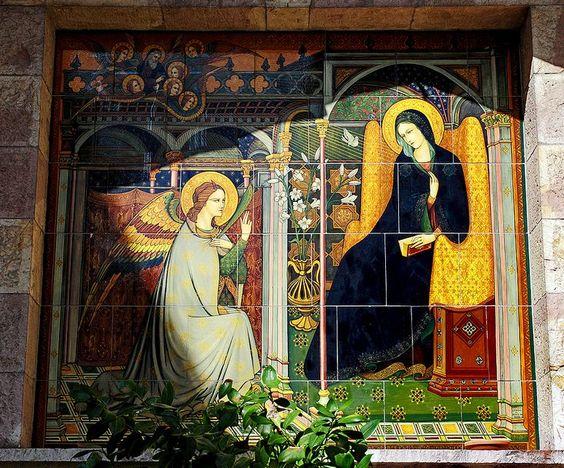 Retablo de azulejos en la Basílica de Santa María de los Angeles en Asís (Italia)