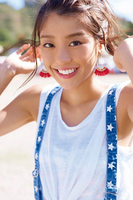 動きやすい服装の岡副麻希の美人でかわいい画像