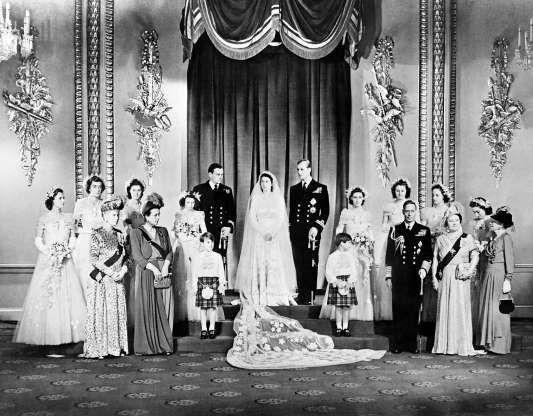Insignia De La Casa De Windsor Familia Real S M La Reina Isabel Ii Del Reino Unido S A R E Queen Elizabeth Wedding Royal Wedding Gowns Royal Weddings