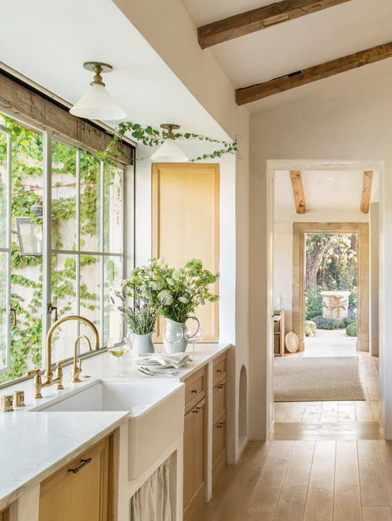 Lovely Modern Farmhouse Kitchen Decor Ideas! Breathtaking modern farmhouse kitchen at Patina Farm. Design by Giannetti Home. #kitchen #modernfarmhouse #patinafarm #giannetti #farmhousekitchen