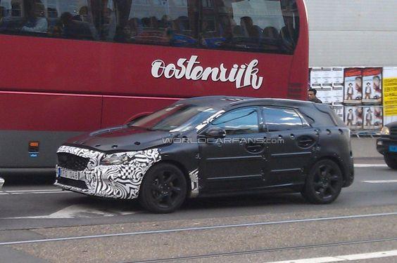 Volvo V30 2012–года, впервые попал в объектив
