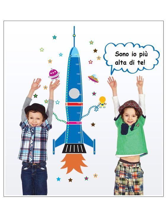 Sticker murale misura altezza con giraffa per cameretta bambini. Spese di spedizione incluse.  [h5](Se il prodotto è esaurito puoi iscriverti alla lista d'attesa utilizzando i pulsanti qui sotto ed essere informato appena il prodotto è nuovamente disponibile).[/h5]