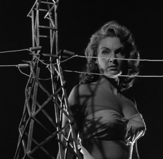 "Allison Hayes en ""El Ataque de la mujer de 50 pies"" (Attack of the 50 Foot Woman), 1958"
